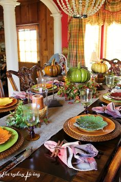 Tablescape Tuesday: Just Around The Corner – Everyday Living