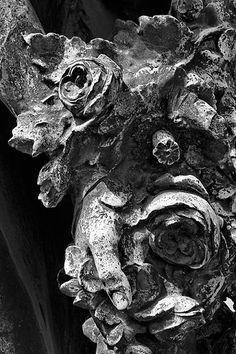 Statue 007 (Cimetière du Montparnasse, Paris). Photo : Michel-Philippe Lehaire. Tirage sur papier d'art sur commande - Fine art print on demand (Digigraphie®).