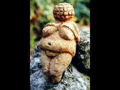 The famous Willendorf Venus.) Venus never deserves a face! Ancient Aliens, Ancient History, Art History, Ancient Goddesses, Gods And Goddesses, Sacred Feminine, Divine Feminine, Art Magique, Art Ancien