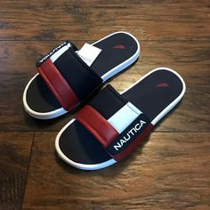 Leather Slippers For Men, Mens Slippers, Sneakers Fashion, Fashion Shoes, Fashion Slippers, Best Shoes For Men, Leather Flip Flops, Baskets, Cute Shoes