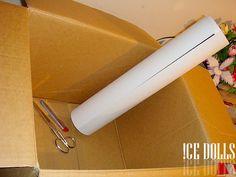 1 cx d papelão grande ou 1 caixa transparente grande (aquelas caixas organizadoras de plástico. A medida da cx deve ser de 40cm x 60cm,;- Estilete e/ou tesoura; - Papel manteiga ou vegetal (para forrar a caixa por fora e difundir a luz);- Fita adesiva (para colar o papel na caixa);- Fundos variados,2 luminárias com lâmpada fluorescente