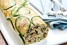 Rollo de zapallitos - revistamaru.com Zucchini Rolls, Low Carb Lunch, Best Breakfast Recipes, Light Recipes, Food Porn, Appetizers, Healthy Recipes, Healthy Food, Favorite Recipes