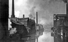 River Don from Lady's Bridge before the First World War. Tennant Brothers Ltd., Exchange Brewery on left (fronting Bridge Street), Millsands Steelworks beyond and Cocker Brothers Wireworks across the river (on right) Sources Of Iron, Sheffield Wednesday, South Yorkshire, Derbyshire, Urban Landscape, Old Pictures, First World, Old And New, Manchester