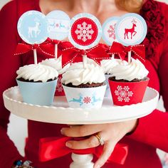 Haute Cocoa Party Cupcakes Oh. Winter Cupcakes, Christmas Cupcakes Decoration, Red Cupcakes, Holiday Cupcakes, Yummy Cupcakes, Christmas Desserts, Christmas Treats, Cupcake Cakes, Cupcake Toppers