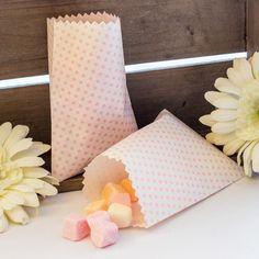 Candy Bar Tüten rosa 10er Set: https://www.meine-hochzeitsdeko.de/candy-bar-tueten-rosa