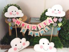 Topo de bolo e mini nuvens Contato: littlebirdatelie@gmail.com e WhatsApp 11 942750341