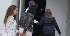 17.set.2016 - Luciana Lima esposa do ator Domingos Montagner chega no Teatro Fernando Torres onde acontece o vel