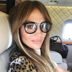 My glasses should be here any day now. I hope I look as cool as JLO lol- Empress Wilds Jennifer Lopez Selena, Bangs And Glasses, Eye Glasses, Glasses Frames, Affordable Glasses, Color Del Pelo, Glasses Trends, Peinados Pin Up, Curtain Bangs