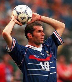 Zinedine Zidane Football Soccer, Football Players, Zidane Zidane, France National Team, Best Player, Neymar, World Cup, Baseball Cards, Wall Collage