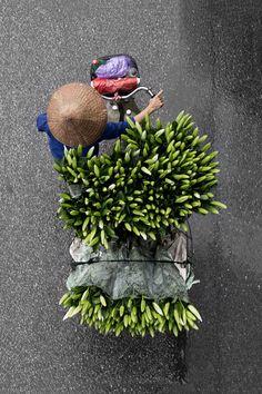 "wetheurban: ""Street Vendors in Hanoi from Above by Loes Heerink"
