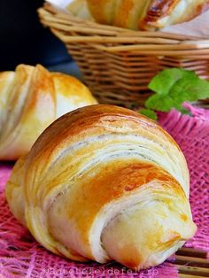 Cu ceva timp in urma,in postarile Retete fel de fel de la prieteni ,va … New Recipes, Bread Recipes, Easy Cooking, Cooking Recipes, Good Food, Yummy Food, Romanian Food, Pastry And Bakery, Coco