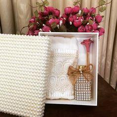 #casamento #madrinhas #caixa #caixapersonalizada #pérolas #toalhabordada #toalha #difusor #difusoresdeambiente #home #homeSpray #AtelieMariVenancio