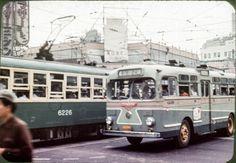 高度経済成長期真っ只中にあった日本、東京における乗り物のカラー写真(1957年)