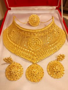 Indian Jewelry Earrings, Real Gold Jewelry, Gold Jewelry Simple, Ring Earrings, Gold Necklace, Gold Bangles Design, Gold Earrings Designs, Gold Jewellery Design, Gold Bridal Jewellery Sets