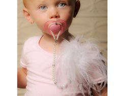 5in1 Convertible Pacifier Clip Pearl Necklace por JewelsforJewels