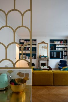 Charming Contemporary Decor tip 7768913023 - Very clever decor tips and ideas to create a truly warm and charming living space. Small Space Interior Design, Interior Design Living Room, Casa Milano, Decoracion Vintage Chic, Diy Rustic Decor, Contemporary Home Decor, Apartment Interior, Home Decor Styles, Home And Living