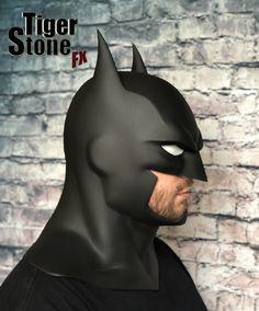 Cosplay Ideas Our smaller Justice League War / Batman Bad Blood, Justice League Dark etc (animated movies) cowl (smaller version) Side view -- Batman Armor, Batman Mask, Batman Arkham, Batman Comics, Dc Costumes, Halloween Costumes, Batman Concept, Batman Cowl, Batman Redesign