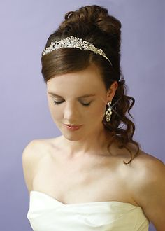 i really like this tiara its glamorous but simple at the same time