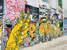 """Un'altra giornata al di là del """"muro"""" tra luoghi sacri e graffiti (Banksy) Banksy, Graffiti, Blessed, Painting, Art, Palestine, Art Background, Painting Art, Kunst"""