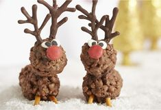 Celebrate Christmas with a Santa& favourite reindeer - and these reindeer come loaded with chocolate! Easy Christmas Treats, Christmas Food Gifts, Christmas Lunch, Vegan Christmas, Xmas Food, Christmas Cupcakes, Christmas Cooking, Christmas Goodies, Christmas Desserts