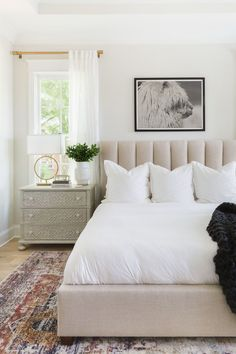 Master Bedroom Design, Bedroom Inspo, Bedroom Decor, Bedroom Ideas, Apartment Master Bedroom, Bedroom Art Above Bed, Simple Bedroom Design, Bedroom Artwork, Best White Paint