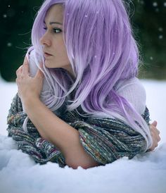 Long lilac hair---    I love, I love...It looks so Fae =) Maybe I could do this kind of hair =) Maybe I could.  *smile*