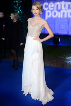 Winter Whites Gala in Aid of Centrepoint, Kensington Palace, London – November 26 2013  Taylor Swift accessorised her Reem Acra spring/summer 2014 gown with a Jenny Packham clutch.