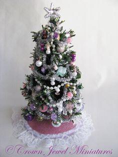 Miniature Christmas Trees, Christmas Minis, Barbie House, Christmas Decorations, Holiday Decor, Miniature Furniture, Crown Jewels, Dollhouses, Diys