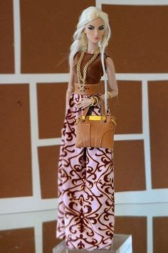 No meu blog, eu posto coisas que encontro na net, e gosto. É o meu passatempo. Barbie Dress, Barbie Clothes, Barbie Barbie, Barbie Style, Fashion Royalty Dolls, Fashion Dolls, Accessoires Barbie, Barbie Fashionista Dolls, Pink Fashion