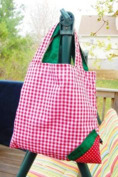 DIY Bag Sewing Tutorial | If you love to make bags, check out http://www.sewinlove.com.au/tag/bags/ for more fun and easy sewing projects.