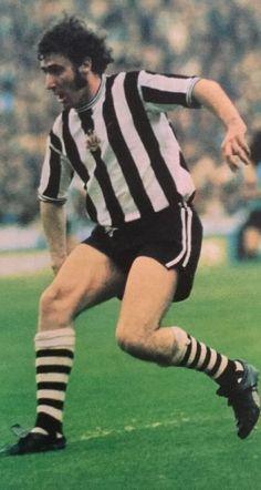 Tommy Cassidy Newcastle United 1973 Retro Football, Soccer Players, Newcastle, 1970s, Kicks, Walls, Clock, The Unit, Shorts
