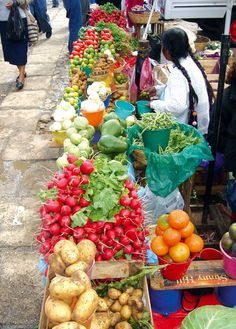 Chiapas, San Cristobal de las Casas, Municipal market Jose Castillo Tielemans, Vegetables vendors 7 - Photo by German Murillo-Echavarria 1006.jpg (800×1118)