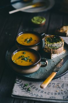 ♂ Food photography still life styling Carrot and Orange Soup Soup Recipes, Vegetarian Recipes, Cooking Recipes, Healthy Recipes, Cooking Tips, Carrot And Orange Soup, Mets, Soup And Salad, Soul Food