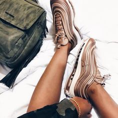 Die besten Nike Air Max 97 für Frauen & Männer! Einer der beliebtesten Sneaker aus 2017... Foto: https://www.instagram.com/aashika.s/