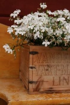<3 White Flowers, Beautiful Flowers, Wooden Crate Boxes, Wooden Case, Do It Yourself Projects, Flower Boxes, Living Room Decor, Living Rooms, Accent Furniture