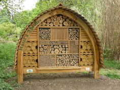 Welcome to the Bee Hotel ~ The Ark In Space