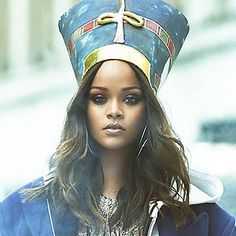 Rihanna is being accused of cultural appropriation for posing as Nefertiti on Vogue Arabia. Nefertiti Costume, Do It Yourself Costumes, Rihanna Vogue, Last Minute Costumes, Cultural Appropriation, Fifty Shades Of Grey, Captain Hat, Baseball Hats, Poses