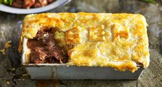 MIDWINTER 2018 Tender beef joins forces with red wine, bacon, earthy mushrooms and herbs to create a rich, succulent pie. Bacon Pie, Beef Bacon, Beef Steak, Roast Beef, Slow Cooker Beef, Slow Cooker Recipes, Crockpot Italian Sausage, Italian Beef, Meat Recipes
