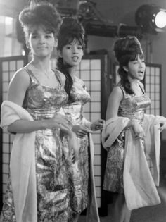 novocainelipstick:  retrogirly:  The Ronettes  Queens of everything