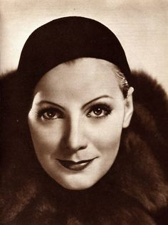 Favorite Photo A smiling Greta Garbo - wonder who the photographer was?A smiling Greta Garbo - wonder who the photographer was? Hollywood Icons, Old Hollywood Glamour, Vintage Hollywood, Hollywood Stars, Hollywood Actresses, Classic Hollywood, Divas, Woman Movie, Female Stars