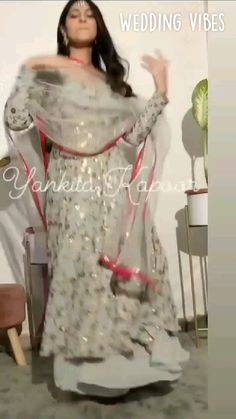 Party Wear Indian Dresses, Designer Party Wear Dresses, Kurti Designs Party Wear, Indian Fashion Dresses, Dress Indian Style, Indian Gowns, Indian Wedding Outfits, Indian Designer Outfits, Stylish Dresses For Girls