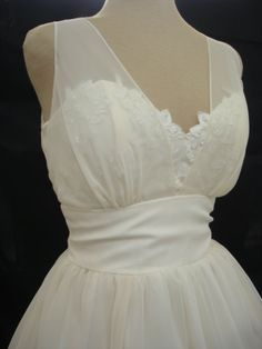 I totally would use this as a wedding dress!   A 50s style cocktail dress lace and chiffon I by elegance50s, $255.00