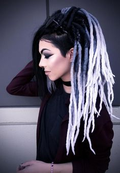dreacklocks - Búsqueda de Google Dyed Dreads, Dreadlocks Girl, Wool Dreads, Synthetic Dreadlocks, Dyed Hair, Dreadlock Hairstyles, Braided Hairstyles, Cool Hairstyles, Dreads Styles