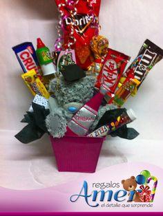 Cubeta metálica con dulces finos y globo de graduacion. Osito Tati con birrete. Envío a domicilio. www.regalosamer.com.mx