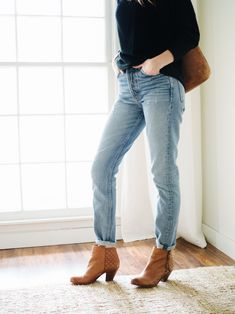 It's been a few months since I started hunting for some super light wash vintage jeans. Some call them mom jeans, others call them supermodel jeans. Split the difference? Supermom jeans, mayb…