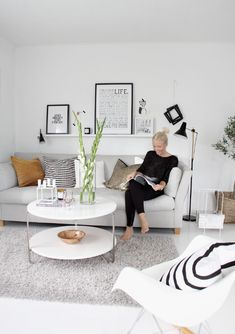 Buying a couch: this is an excellent way to solve this task- Couch kaufen: so können Sie diese Aufgabe hervorragend lösen living room furniture modern sofa in light gray -