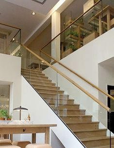 Vitrage de garde-corps et de parapet Plus - Today Pin House Staircase, Open Staircase, Staircase Railings, Staircases, Home Stairs Design, Interior Stairs, House Design, Glass Stairs, Glass Railing