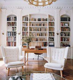"(via: ELLE Decor) ""A pair of Hans Wegner's Papa Bear chairs flank a World Of Interiors, Hill Interiors, Elle Decor, Home Library Design, House Design, Library Ideas, Garden Design, Home Living, Living Spaces"