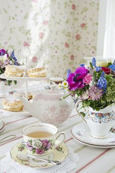 english cottage tea.............. The tea looks a bit weak, throw another bag in ;)