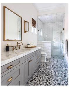 Small Bathroom With Shower, Small Showers, Simple Bathroom, Shower Ideas Bathroom, Budget Bathroom, Tile Walk In Shower, Rental Bathroom, Shower Tiles, Bathroom Goals